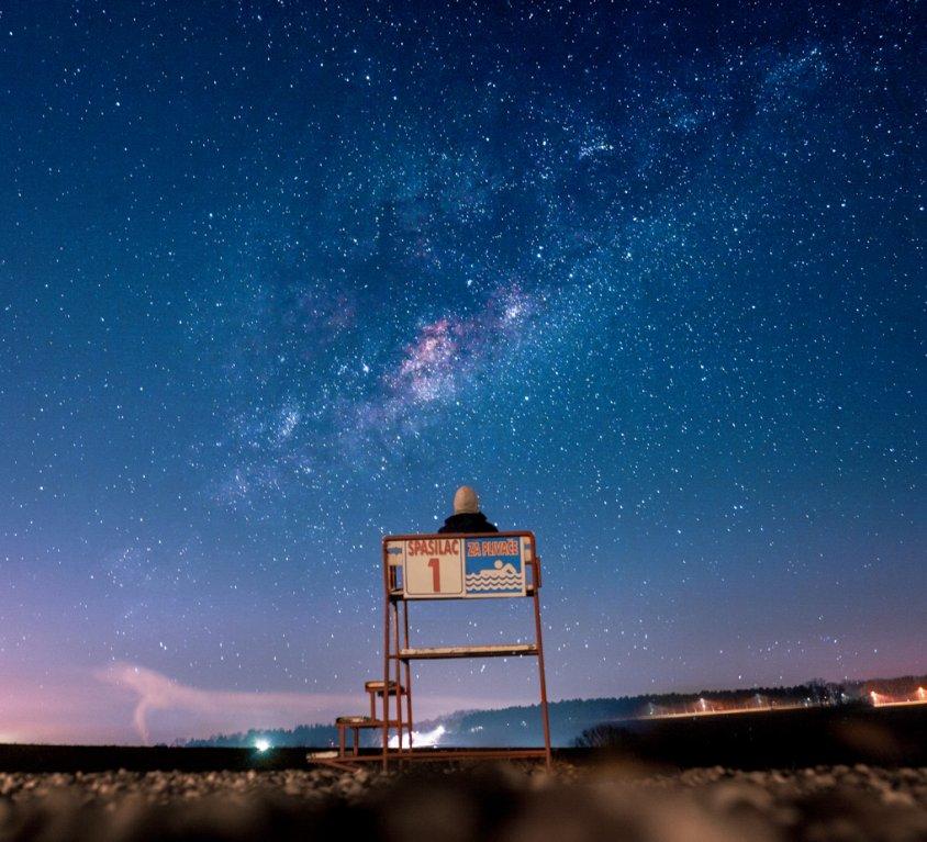 Uživanje sa zvezdama na jezeru u Šumaricama
